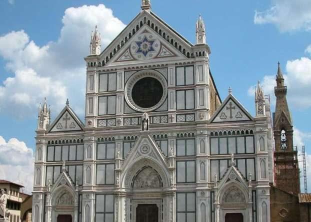 Firenze, crolla cornicione alla Basilica di Santa Croce. Un morto