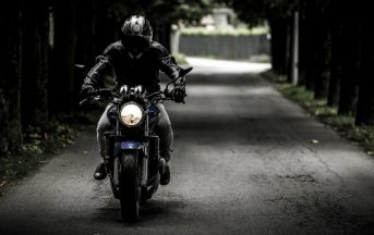 Come scegliere l'abbigliamento da moto ideale