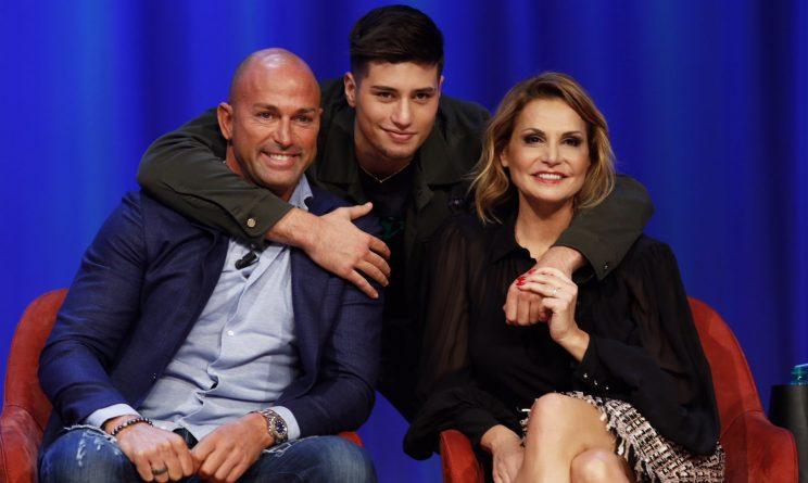 Maurizio Costanzo Show: Ventura-Bettarini, di nuovo famiglia