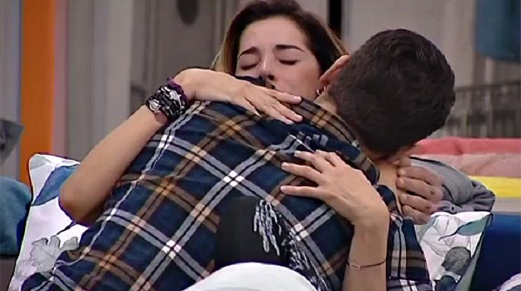 Francesco Monte sussurra qualcosa all'orecchio di Cecilia Rodriguez: ecco cosa ha detto