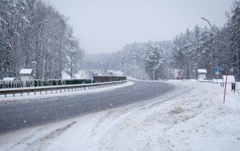 Meteo domani, arriva il maltempo: pioggia e neve al Centronord, ecco dove