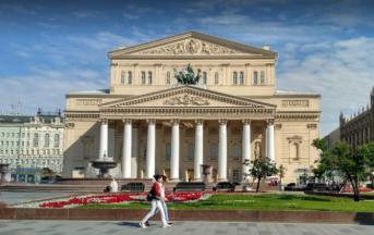 Mosca evacuato teatro Bolshoi per allerta bomba (VIDEO)