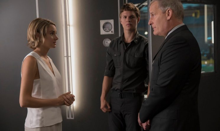 Divergent Movie facebook