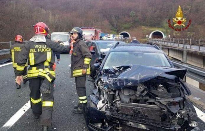 Maxitamponamento sull'autostrada: 20 auto coinvolte dopo la grandinata