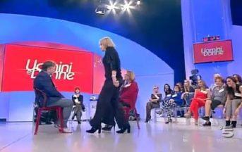 Uomini e Donne trono over, furiosa lite tra Graziella e Manfredo: la dama dà uno schiaffo all'ex compagno [VIDEO]