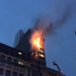 palazzo in fiamme a manchester