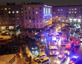 San Pietroburgo esplosione in centro commerciale: dieci feriti, l'Isis esulta
