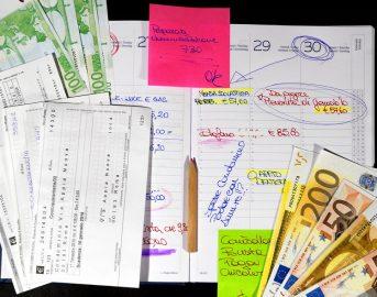 Bollette ogni 28 giorni rimborsi: quanto spetta ai consumatori? Ecco una stima (GUIDA)