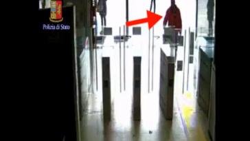 donna peruviana spinta sotto metro a roma