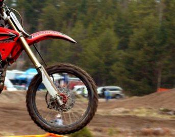 Ravenna motociclista cade da moto durante allenamento: morto