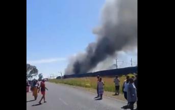 Sudafrica scontro treno-autocarro, poi l'incendio: morti e feriti