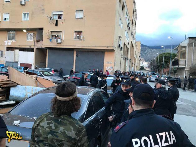 Palermo, allo Zen spari contro l'auto di Striscia