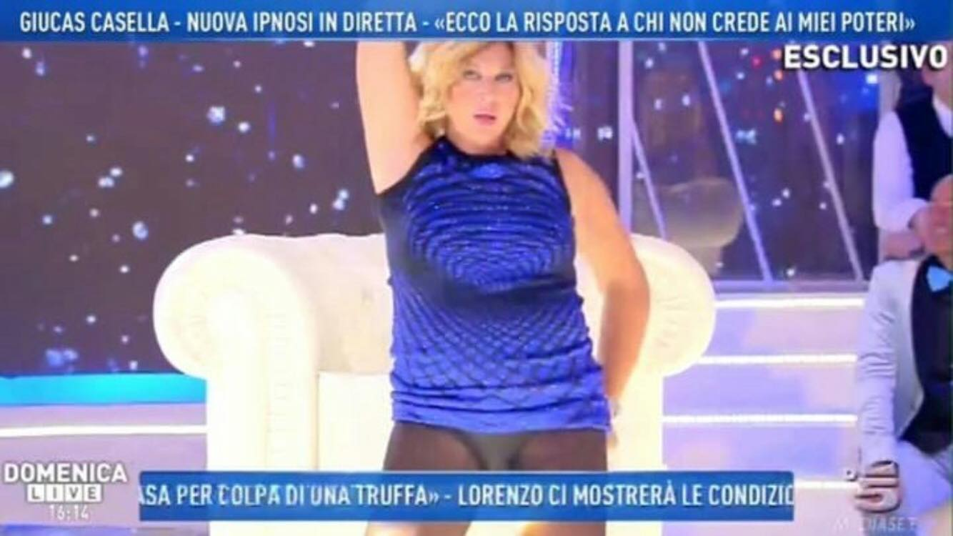 Giucas Casella ipnotizza Nadia Rinaldi a Domenica Live e… Incidente hot