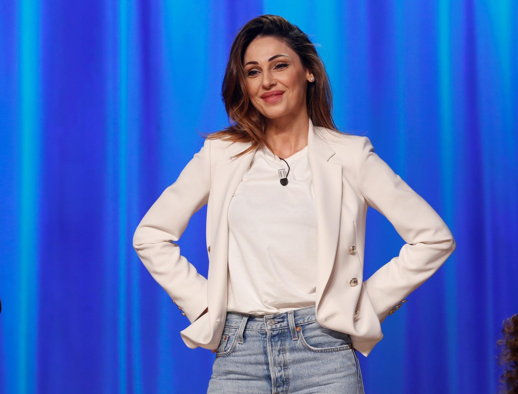 Anna Tatangelo e Gigi D'Alessio si confrontano al Maurizio Costanzo Show
