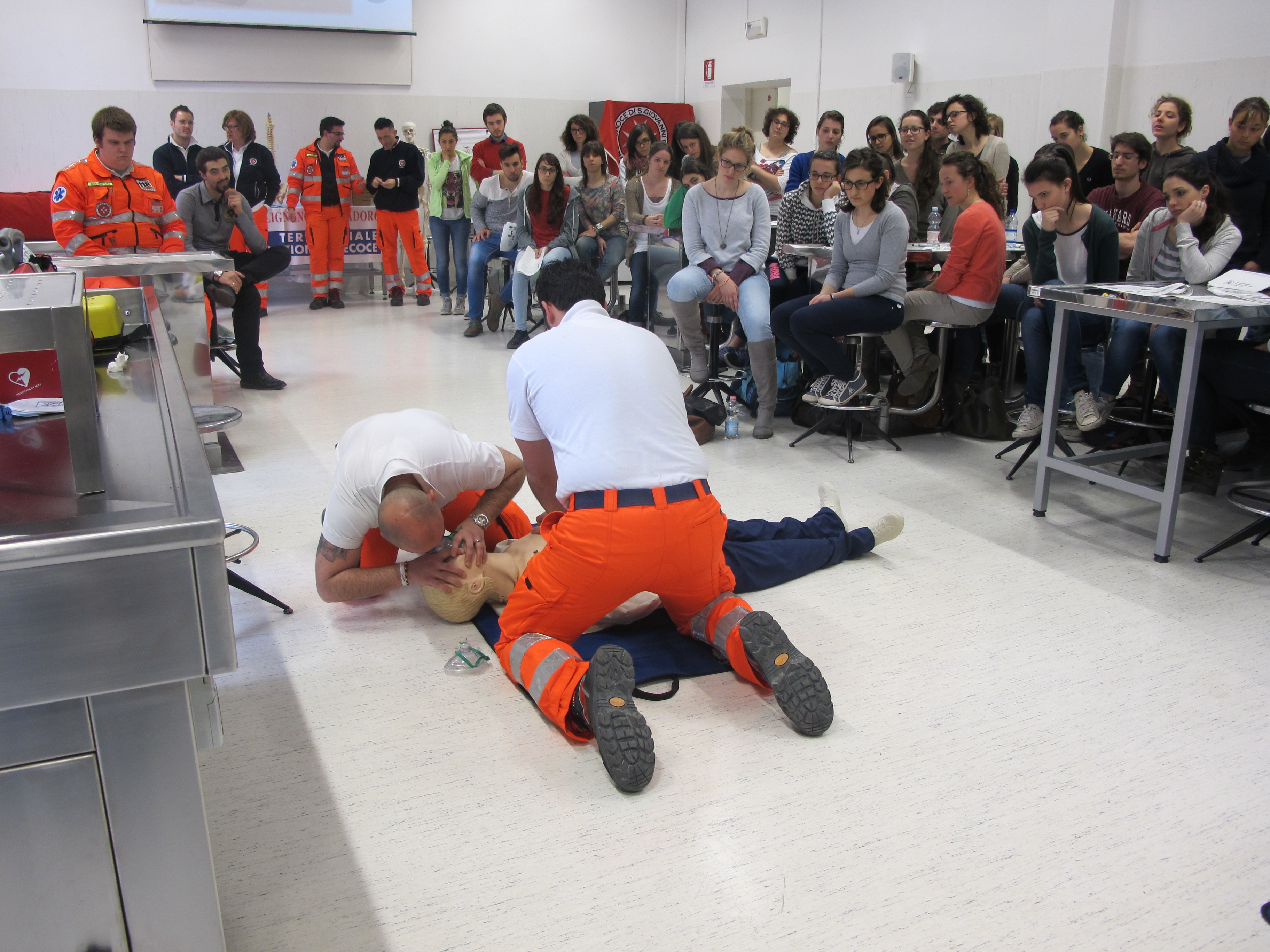 daverio 21enne in arresto cardiaco salvato dai carabinieri