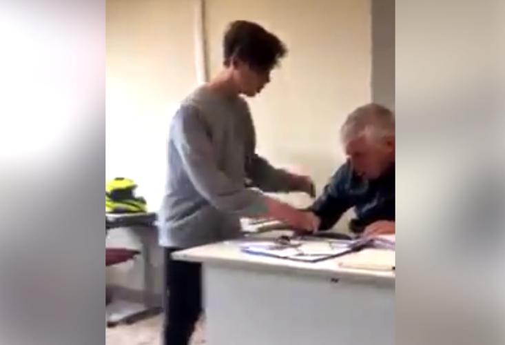 Alunno bullo minaccia la prof.