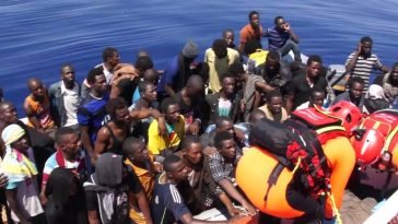 sbarchi migranti sos guardia costiera