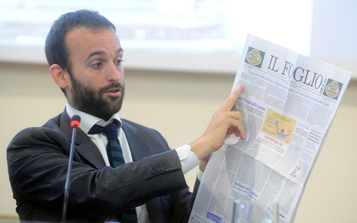 """Rocco Casalino M5S: la polemica con Il Foglio che gli regala l'abbonamento con sconto """"anti-casta"""""""