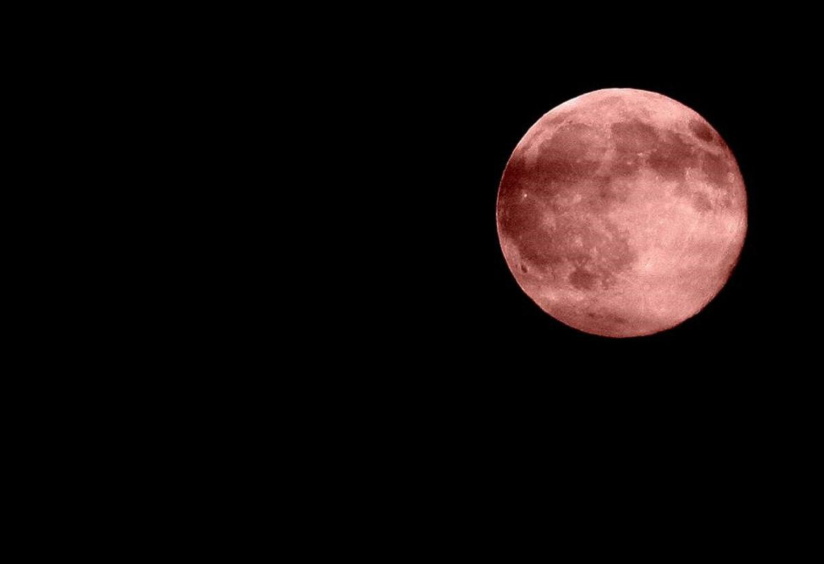 Eclissi di luna 27 luglio 2018: luna rosso sangue, quando e per quanto sarà visibile