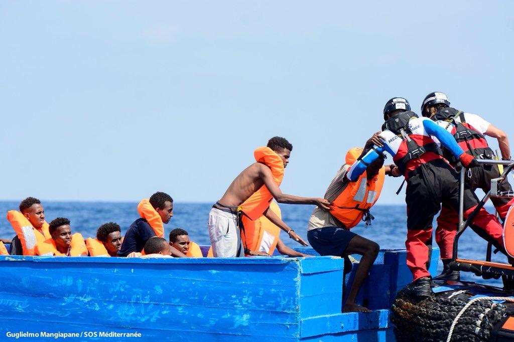 Migranti: la nave Acquarius abbandonata da tutti