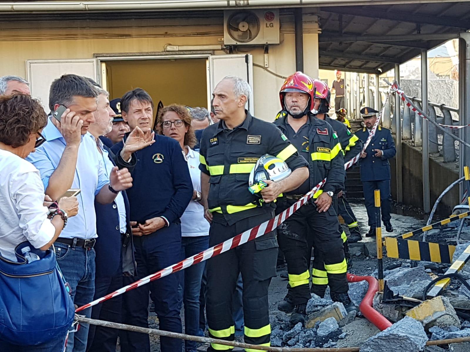 Crollo ponte Genova, giallo sulla revoca della concessione ad Autostrade