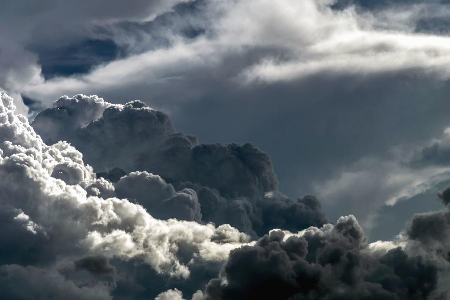 Meteo prossimi giorni: dal caldo anomalo ai temporali, le previsioni