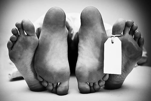 fa sesso con un cadavere in una pompe funebri, 23 enne arrestato