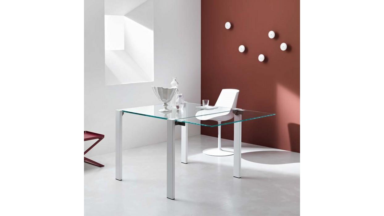 Tavoli allungabili in cristallo: design versatile - UrbanPost