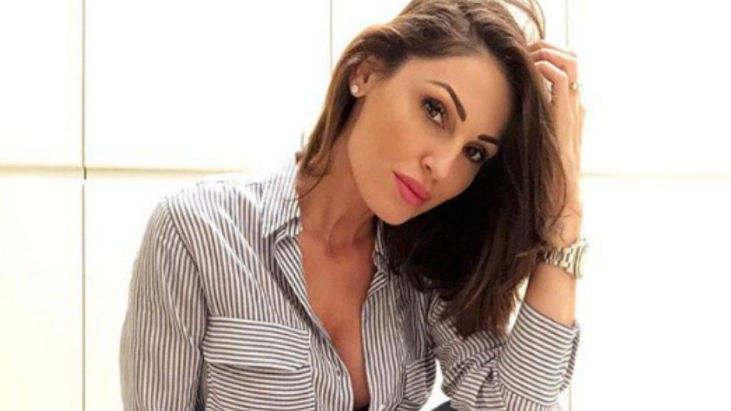 Gigi D'Alessio 'aggredisce' un fan di Anna Tatangelo: il gesto clamoroso