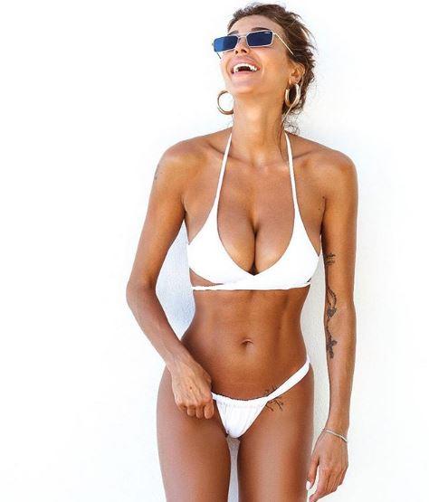 Cristina Buccino Nuda Sotto La Giacca Foto Instagram Fa Il Pieno Di