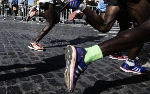 Maratona vietata agli atleti africani, ed è polemica. Giorgetti: