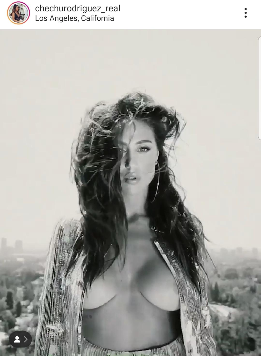 Belen Nuda Calendario.Cecilia Rodriguez Supera Belen Seno All Aria In Un Video