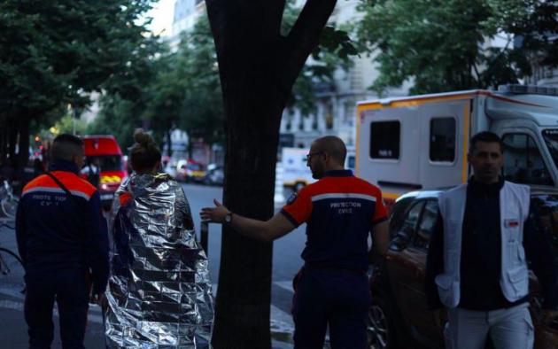 Francia: incendio in pieno centro di Parigi, 3 morti e alcuni feriti