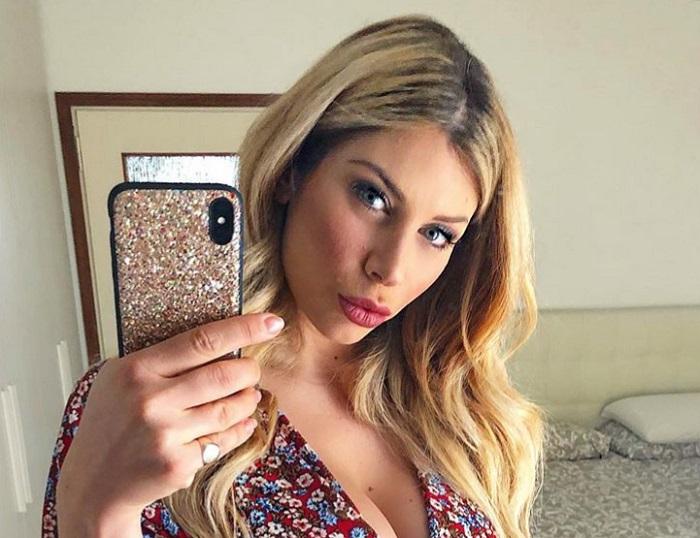 Paola Caruso Instagram Bimbo Tenuto Per Il Collo è Rischioso
