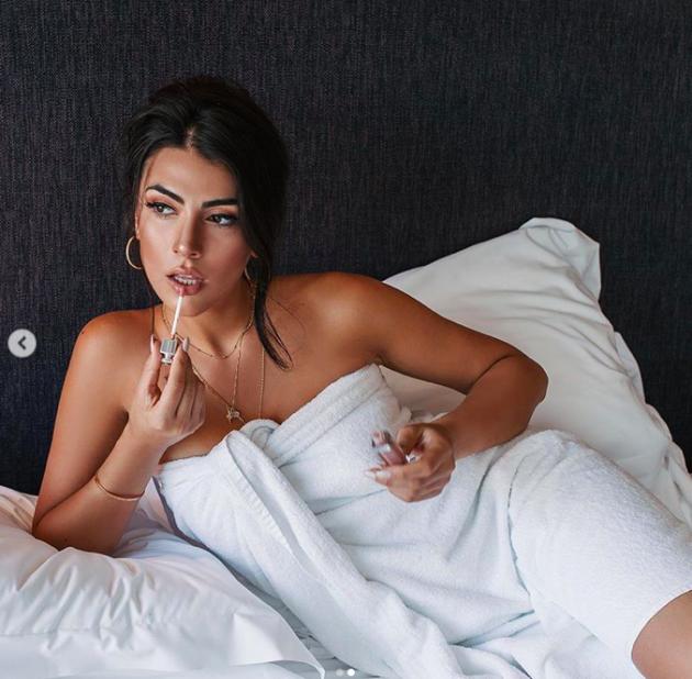 Giulia Salemi Calendario.Giulia Salemi Nuda Su Instagram L Asciugamano Non Copre