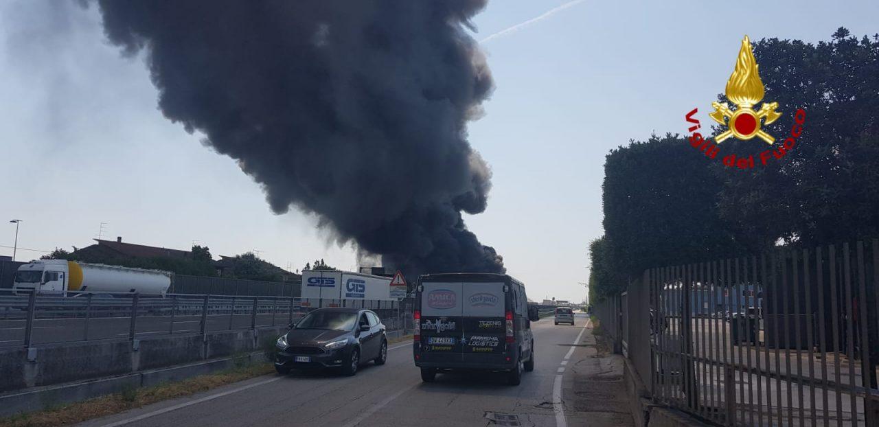 Brendola, incendio fabbrica di vernici: fiamme indomabili, allarme ...
