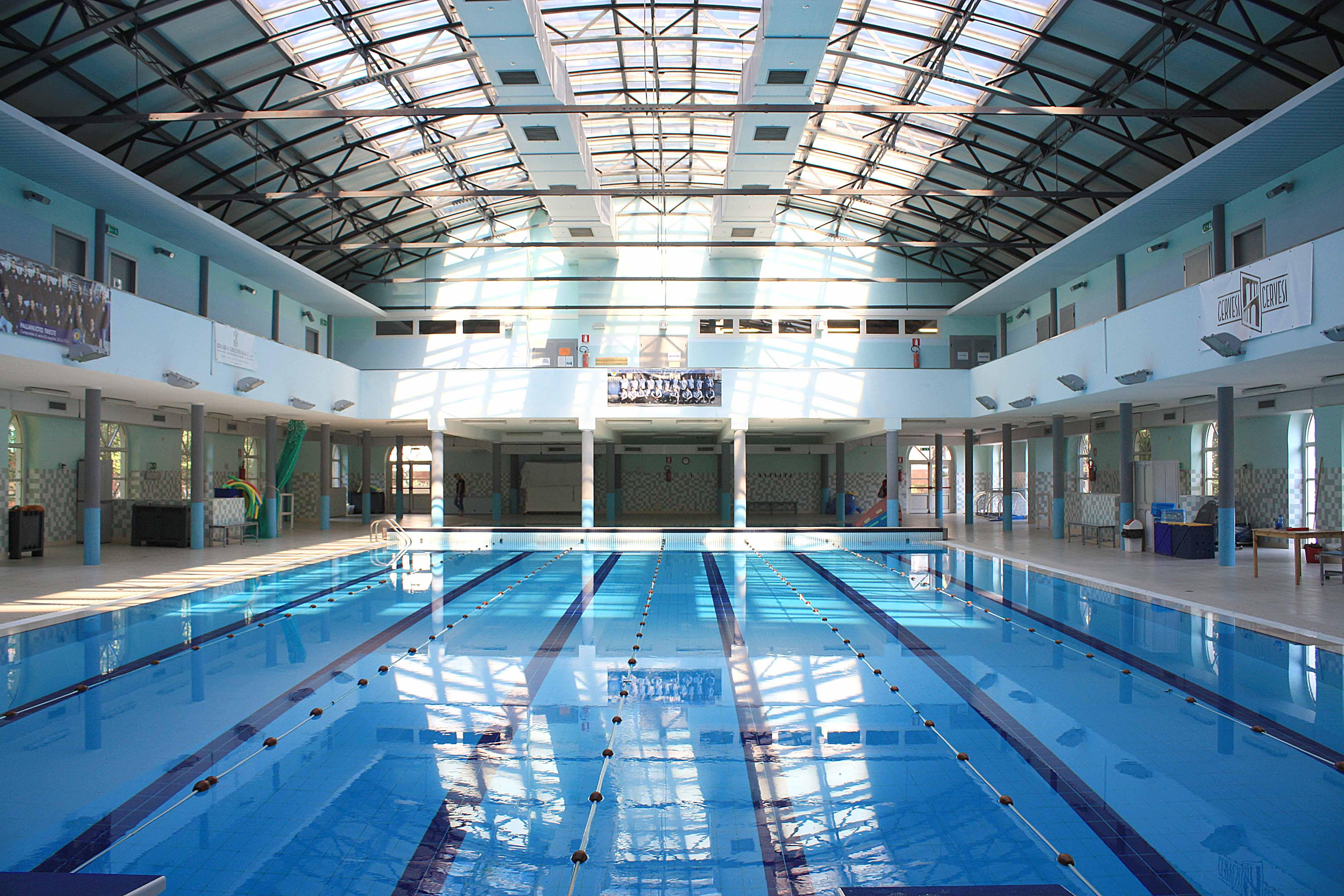 trieste piscina crollo tetto