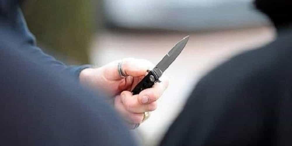 roma rapinatore coltello
