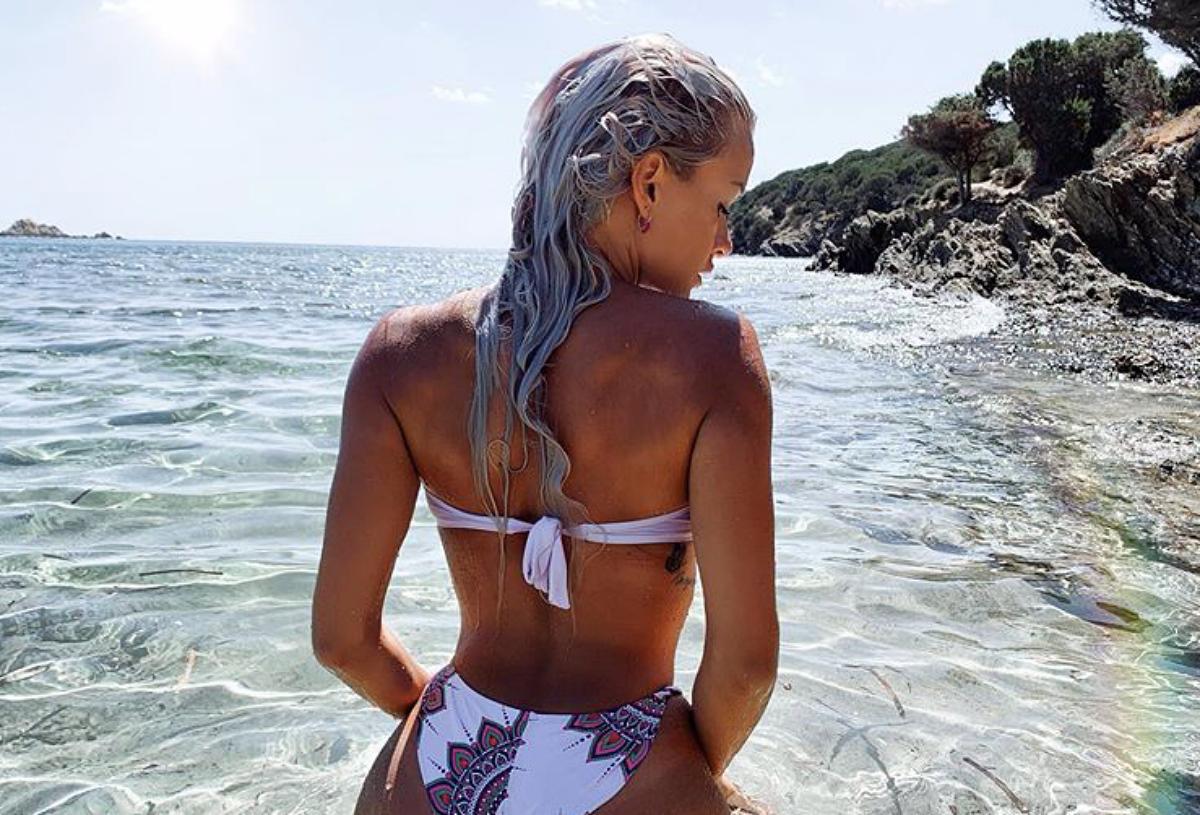 Mercedesz Henger Instagram, seno esplosivo in piscina: «Che spettacolo»