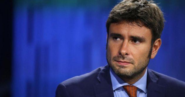 """""""Stare senza Renzi val bene una messa"""": Di Battista senza freni contro l'ex premier"""