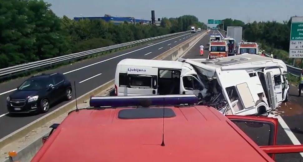 incidente stradale a13 camper