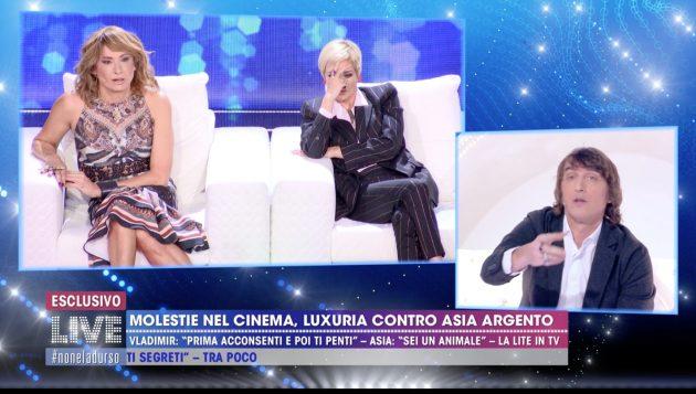 Live-Non è la D'Urso, Cruciani alla Argento: