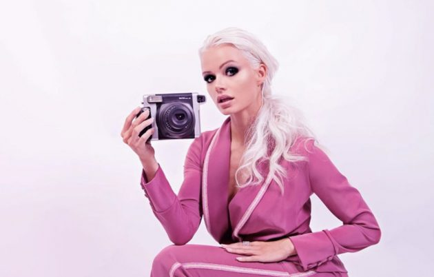 "Mercedesz Henger Instagram, sensuale ""sfida"" il gelo: «Da br"