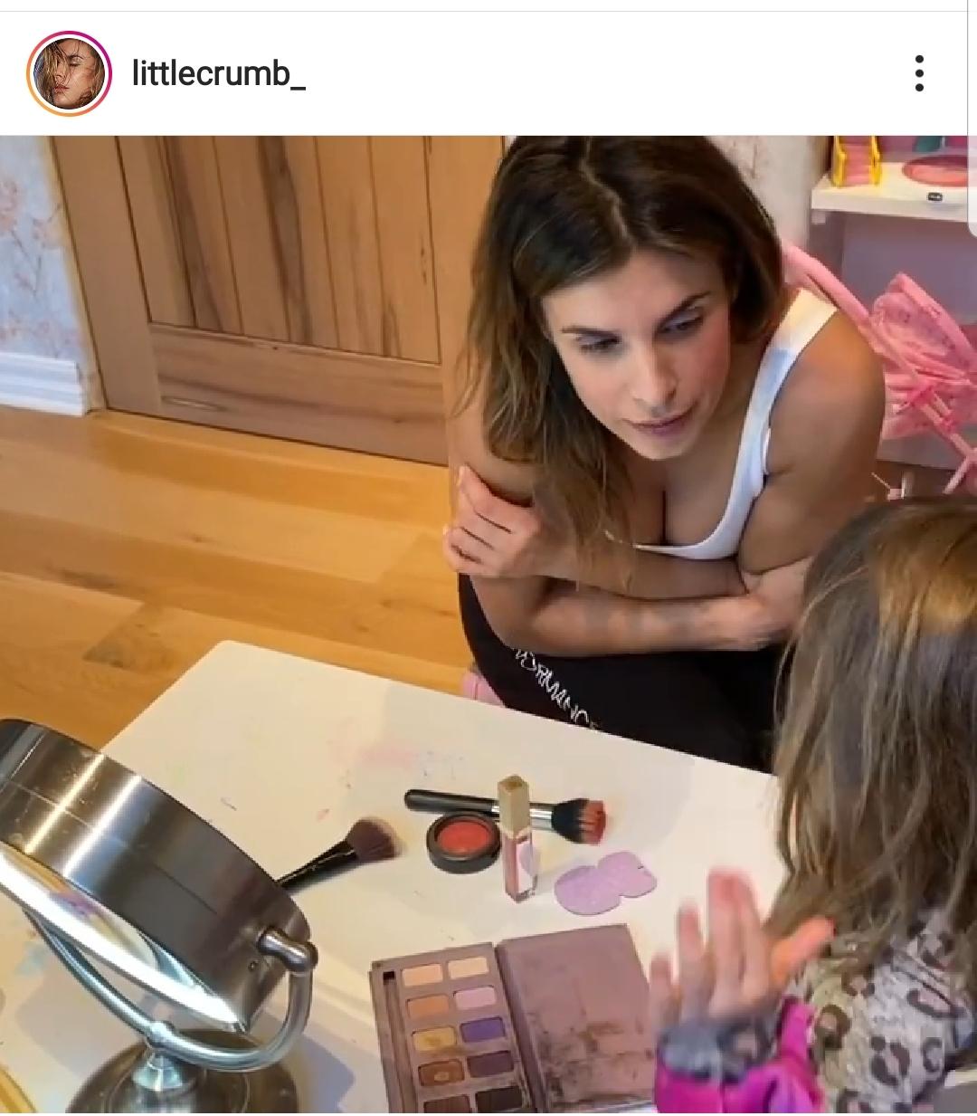 Elisabetta Canalis torna in Italia e in tv si commuove