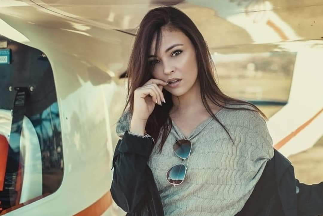 Martina Nasoni Instagram: scollatura profonda e décolleté in