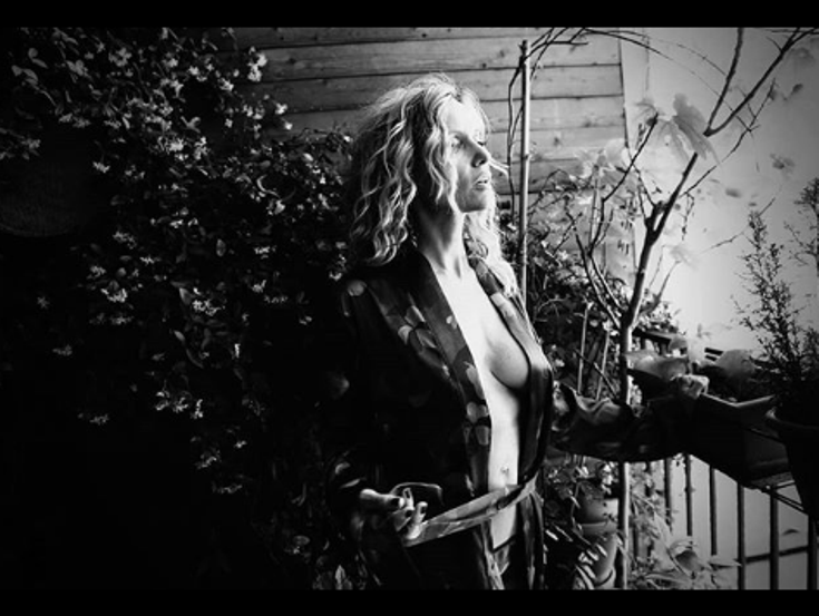 justine mattera seno nudo