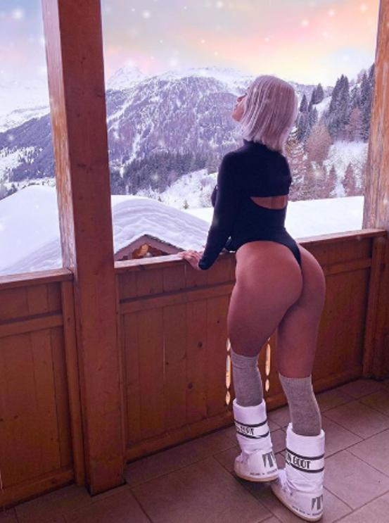 """MercedeszHenger Instagram: """"esagerata"""" in body perizoma, la"""