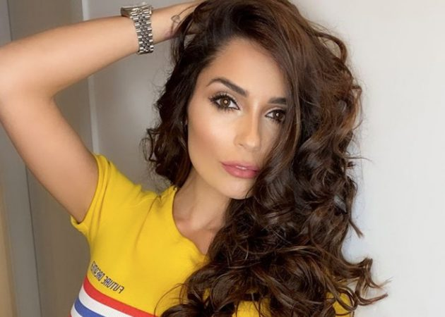 Alessia Macari Instagram, décolleté esplosivo dalla maglia b