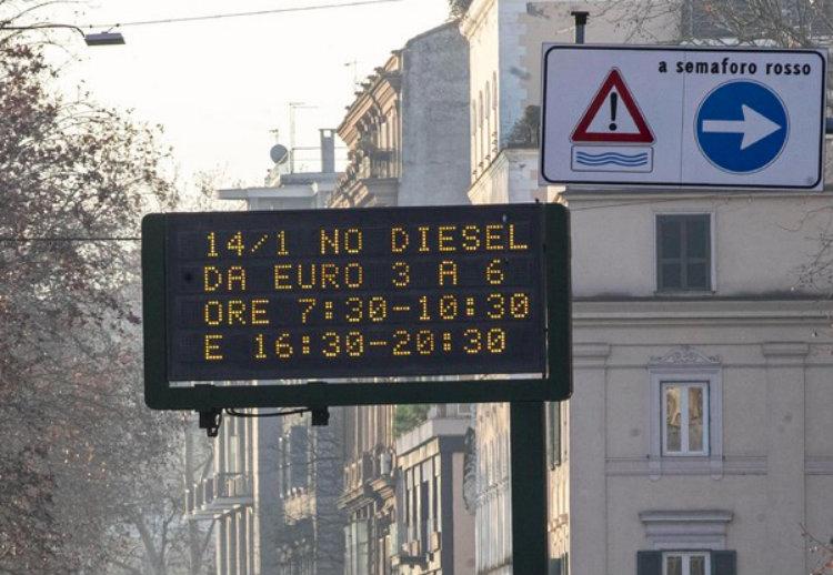 Emergenza smog: con il lavaggio delle strade Pm10 ridotto de
