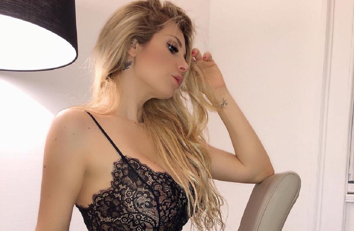 Paola Caruso Instagram, giunonica nella vasca da bagno: la b